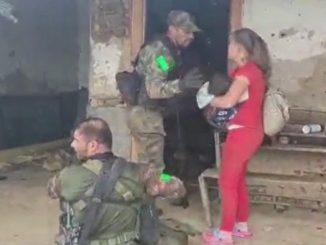 [Video] Un niño de 3 años resultó herido en un fuego cruzado entre el Ejército y 'el Clan del Golfo' en Antioquia