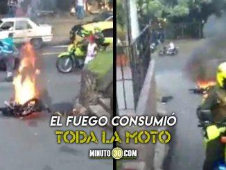 [Video] ¡Otra moto quemada! Así 'atendieron' a presunto ladrón en el barrio López de Mesa