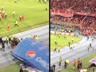 Tras la derrota del América ante el Atlético Nacional, hinchas invadieron furiosos la cancha