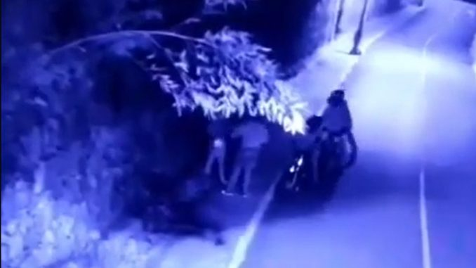 [Video] 4 'motoladrones' le robaron a un hombre en Envigado