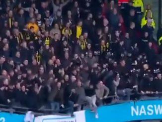 ¡Qué susto! En medio de un partido se cayó una tribuna y aún así los hinchas no dejaron de saltar