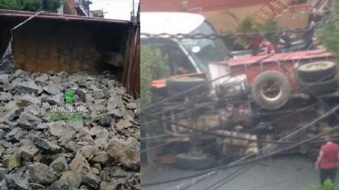 Volqueta cargada de piedras se volcó esta mañana en Granizal